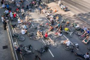 Mahnwache in der Grossbeerenstrasse (Marienfelde) anlässlich eines tödlich verunglückten Radfahrers (88), 20.6.18