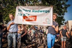 Demonstration dses Volksentscheid Fahrad/Changing Cities zum Ausstieg der SPD Berlin aus dem Mobilitätsgesetz zur Stärkung von ÖPNV, FUß-, und Radverkehr, Leipziger Strasse, 24.5.2018