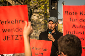 "Demonstration ""Rote Karte für Scheuer"" von Changing Cities am Verkehrsministerium, Berlin, 4.4.2019"