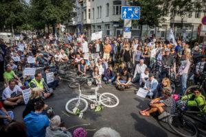 Mahnwache für eine getötete Radfahrerin, 12.7.2019, Berlin Charlottenburg, Schillerstrasse Ecke Krumme Strasse